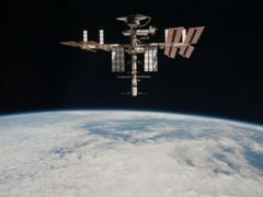"""""""Союз"""" с тремя космонавтами на борту пристыковался к МКС"""