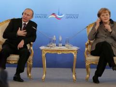 """Путин поговорил с Меркель о Pussy Riot и """"идеальных немцах"""""""