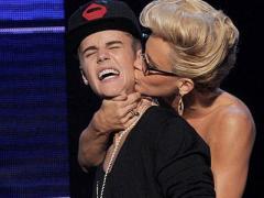 "American Music Awards 2012: Джастин Бибер поприветствовал ""ненавистников"" (ВИДЕО)"