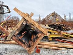 В Сумах двухэтажное здание сложилось, как карточный домик (ФОТО, ВИДЕО)