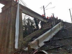 Под Сочи бульдозер зацепил и развалил железнодорожный мост (ФОТО)