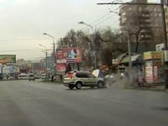 В Днепропетровске BMW вылетел на остановку: есть погибшие и пострадавшие