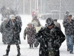 Львов попал в снежный плен: людей просят поменьше пользоваться машинами