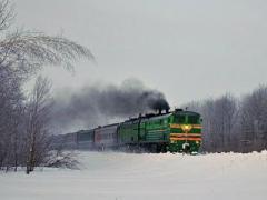 В России снежная лавина сбила с рельсов тепловоз пассажирского поезда