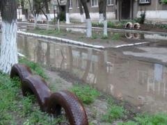 Десятки многоэтажек остались без воды (ФОТО)