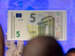 Появились новые банкноты номиналом 5 евро