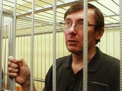 Донецкий адвокат: Янукович нарушил закон, поэтому Луценко должен сесть