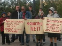 Памятник Шевченко штурмовали националисты и антифашисты (ФОТО)