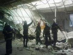 На Донбассе рухнувшая крыша швейной фабрики убила женщину