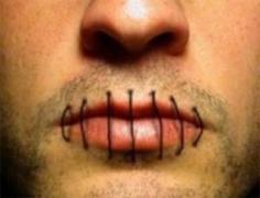 Строитель с зашитым ртом объявил голодовку