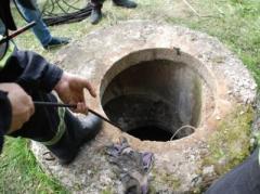 За погибшего в канализации малыша родителям дадут 100 тысяч