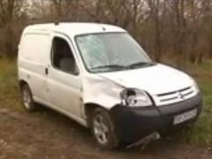 Из-за подушек безопасности водитель иномарки протаранил толпу людей на остановке (ВИДЕО)