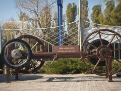 В Донбассе появился памятник колесу