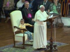 Престол Папы Римского занял маленький мальчик (ФОТО + ВИДЕО)