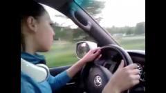 Макеевская школьница за рулём посылает гаишников матом (ВИДЕО)