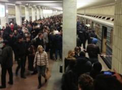 Пассажир устроил коллапс в московском метро (ВИДЕО)