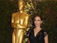 """Анжелина Джоли получила почётный """"Оскар"""" и нежный поцелуй Брэда Питта (ФОТО)"""