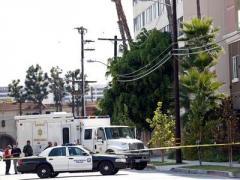 Неизвестный расстрелял семь человек прямо возле парка
