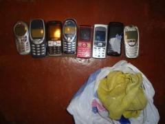 Телефоны недолго грелись за пазухой у зэка