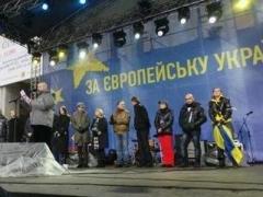 """Под """"Вставай"""" Вакарчука митингующие отправились к Администрации президента"""