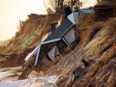 """Это ужасно: ураган """"Ксавье"""" стремительно разрушает Европу (ФОТО)"""