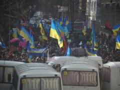 Евромайданщики взяли в осаду центральные телеканалы