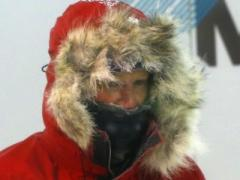 Пингвины обеспокоены: принц Гарри замерзает на Южном полюсе (ФОТО)