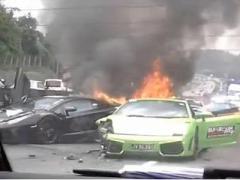 Богатые тоже плачут: в Малайзии столкнулись три  Lamborghini (ВИДЕО)
