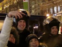На Евромайдан приезжают туристы, чтобы сфотографироваться с аборигенами