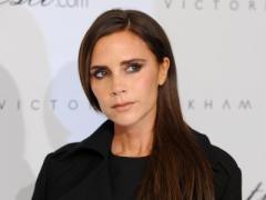 Мегагламур: Виктория Бекхэм украшает ёлку, не снимая каблуков (ФОТО)