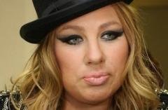 Скандал: Ева Польна бросалась тарелками и огрела официанта стулом