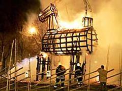 Вандалы-пироманы устроили себе праздник и сожгли козла (ФОТО)
