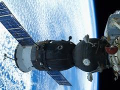 Онлайн-трансляция из космоса: американские астронавты ремонтируют МКС (ВИДЕО)
