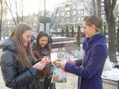 Как дончанок в центре города превращали в счастливых женщин (ФОТО)