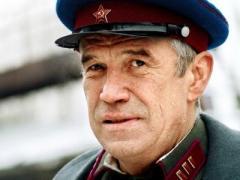 Прославленный российский актёр отменил спектакли: он не может ходить