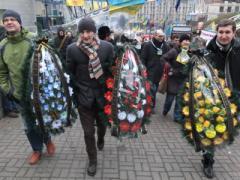 """Евромайдан в трауре: журналисты """"похоронили"""" украинскую демократию (ФОТО)"""