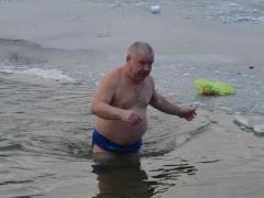 Замёрзшие енакиевцы после крещенского купания не могли найти раздевалку