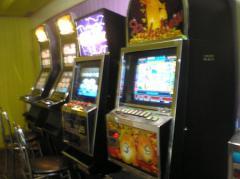 Салоны игровых автоматов платят стотысячные штрафы, но продолжают открываться