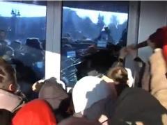 Народные бунтовщики захватили ещё одно здание облгосадминистрации (ВИДЕО)