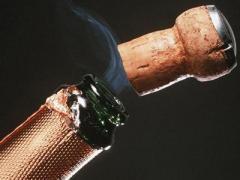 Драгоценную картину буйный чиновник продырявил пробкой из-под шампанского
