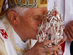 Ничего святого: сатанисты похитили кровь Папы Римского (ВИДЕО)