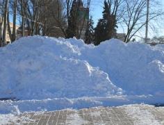 На главной площади Донецка соорудили снежную гору