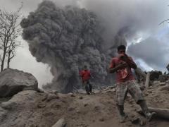 Четверо школьников смертельно отравились вулканическими газами (ВИДЕО)