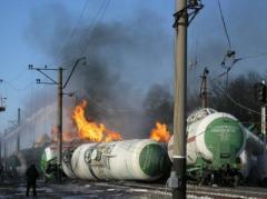 Горящие цистерны с газом заставили эвакуировать жителей села (ФОТО)