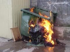 Пожар за пожаром: ночью в Донбассе горели мусорные контейнеры