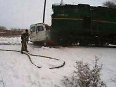 Страшная авария с жертвами: пассажирский поезд протаранил маршрутку