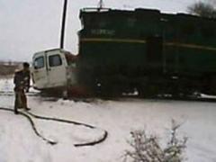 Страшные подробности: в раздавленной поездом маршрутке ехали дети и учителя (ВИДЕО)