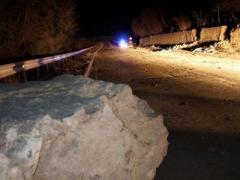 Камнепад завалил крымскую дорогу (ФОТО + ВИДЕО)