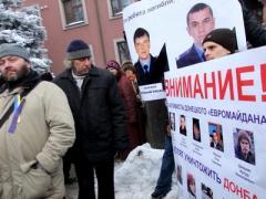 """""""Провокатор!"""" На митинге в Донецке пошли в ход фанатские приёмы (ВИДЕО)"""