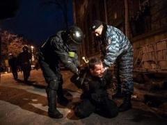 Под Лукьяновским СИЗО идёт кулачный бой